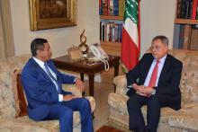 الرئيس السنيورة مستقبلا السفير اليمني عبد الله الدعيسي